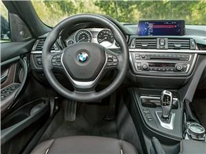 BMW 320i 2013 водительское место