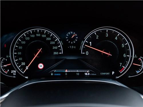 BMW 7-Series 2016 приборная панель