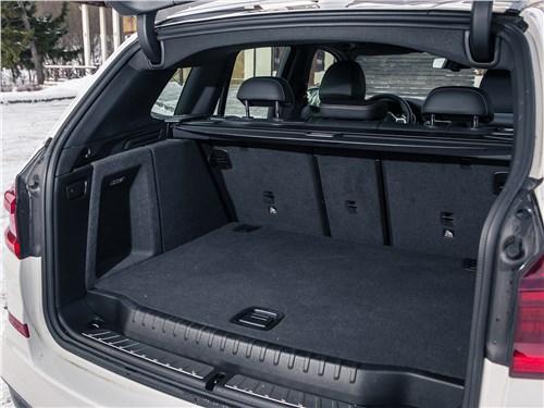 BMW X3 2018 багажное отделение