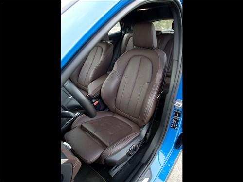 BMW X2 2019 передние кресла