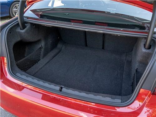 BMW 3-Series 2019 багажное отделение