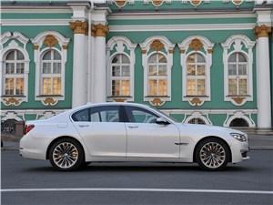 BMW 7 series - BMW 7 series 2013 вид сбоку