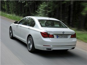 BMW 7 series - BMW 7 series 2013 вид сзади