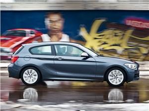 BMW M 135i xDrive 2013 вид сбоку