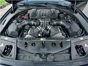 Предпросмотр bmw m5 2011 двигатель