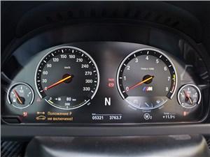 BMW M6 Cabrio 2012 приборная панель