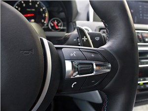 BMW M6 Cabrio 2012 кнопки управления на руле