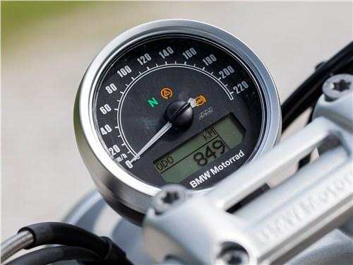 BMW R nineT Scrambler 2016 панель приборов