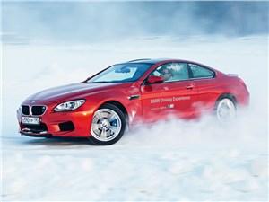 BMW M5 2011 вид сбоку