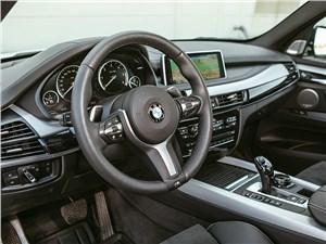 BMW X5 M50d 2013 водительское место