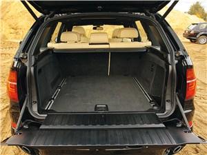 BMW X5 хDrive35i 2011 багажное отделение