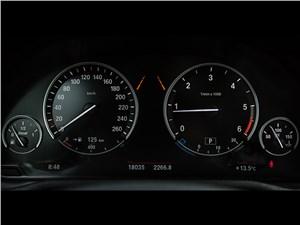 BMW X3 xDrive 20d 2015 приборная панель