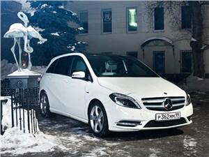 Mercedes-Benz B-Klasse вид спереди