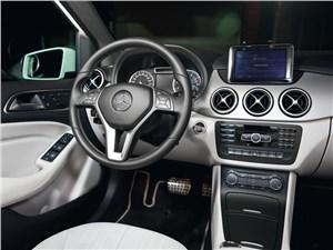 Mercedes-Benz B-Klasse водительское место