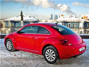 Volkswagen Beetle 2013 вид сзади