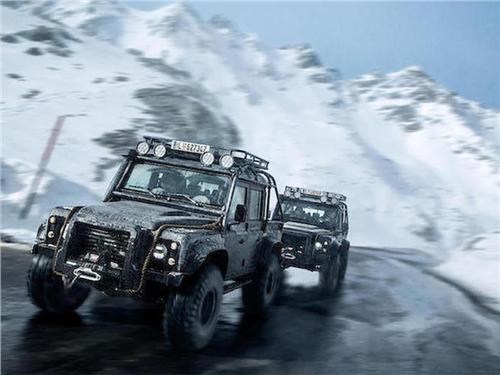 Новость про Land Rover Defender 110 - Defender из фильма о Джеймсе Бонде продадут с молотка