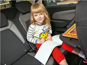 Предпросмотр citroen c4 picasso 2014 ребенок на заднем сиденьи