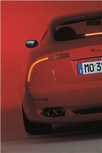 Предпросмотр maserati 3200 gt имеет задние фонари в форме бумерангов