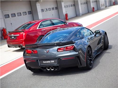 Corvette Z06 вид сзади