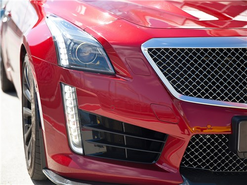 Cadillac CTS-V 2016 передний свет