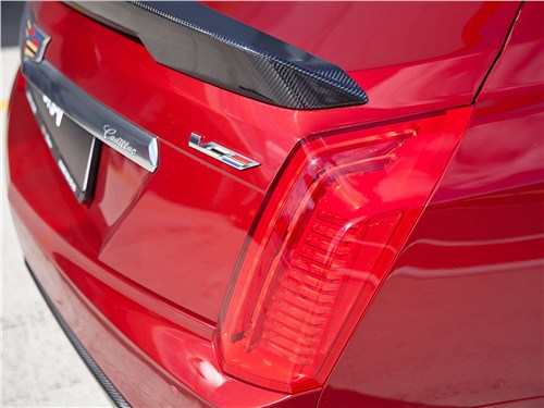 Cadillac CTS-V 2016 задний фонарь
