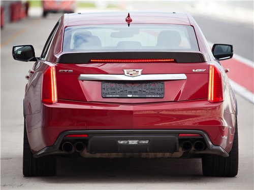 Cadillac CTS-V 2016 вид сзади