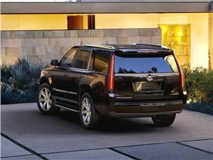 Французские истоки Escalade - Cadillac Escalade 2015 вид сзади