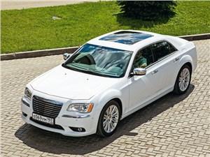 Chrysler 300C 2011 вид спереди