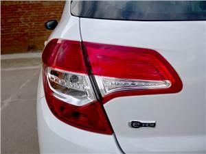 Citroen C4 2011 задний фонарь