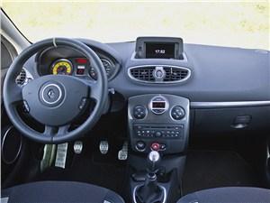 Предпросмотр renault clio rs 2010 водительское место