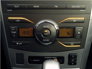 Toyota Corolla 2010 климат-контроль