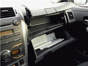 Toyota Corolla 2010 бардачок