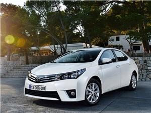 Новый Toyota Corolla - Toyota Corolla 2014 вид спереди