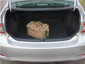 Toyota Corolla 2010 багажное отделение