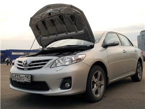 Toyota Corolla 2010 капот