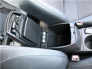 Toyota Corolla 2014 ящик между передними креслами