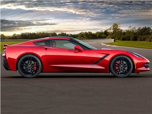 Chevrolet Corvette Stingray C7 2013 вид сбоку