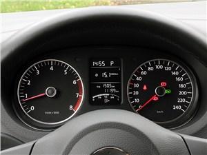 Volkswagen Cross Polo 2010 приборная панель