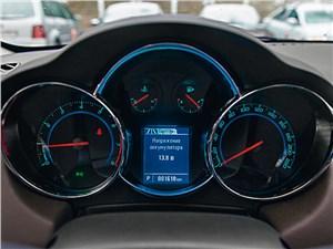 Chevrolet Cruze 2013 приборная панель