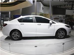 Chevrolet Cruze - Chevrolet Cruze 2015 вид сбоку