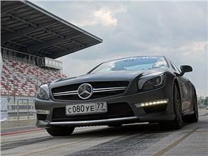 Mercedes-Benz SL63 AMG имеет эффектный обтекаемый кузов