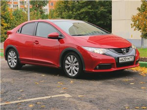 Honda Civic 2012 вид спереди справа