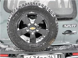 Предпросмотр chevrolet niva 2009 запасное колесо