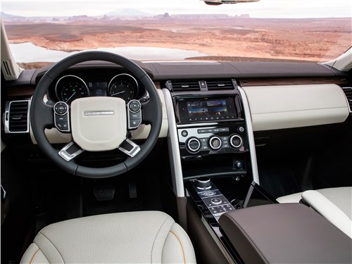 Land Rover Discovery 2017 водительское место