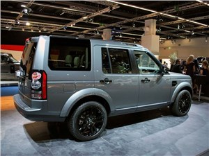 На игле Discovery - Land Rover Discovery 2014 вид сзади 3/4