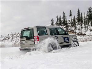 На участках с глубоким снегом шины приспускали до 0,9 атм