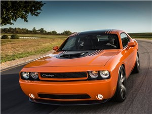 Dodge Challenger RT Shaker 2014 вид спереди