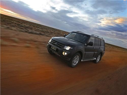 Новость про Mitsubishi Pajero - Mitsubishi не планирует прекращать продажи четвертого поколения Pajero