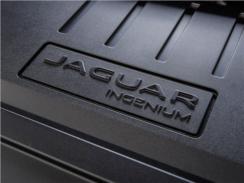 Предпросмотр jaguar e-pace 2018 моторный отсек