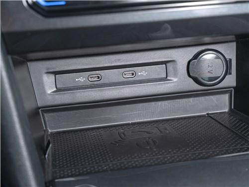 Volkswagen Tiguan (2021) USB-С